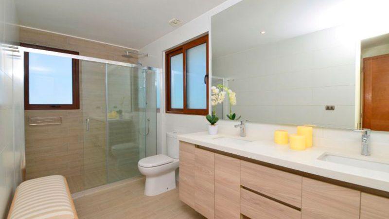 interior de baño de un departamento