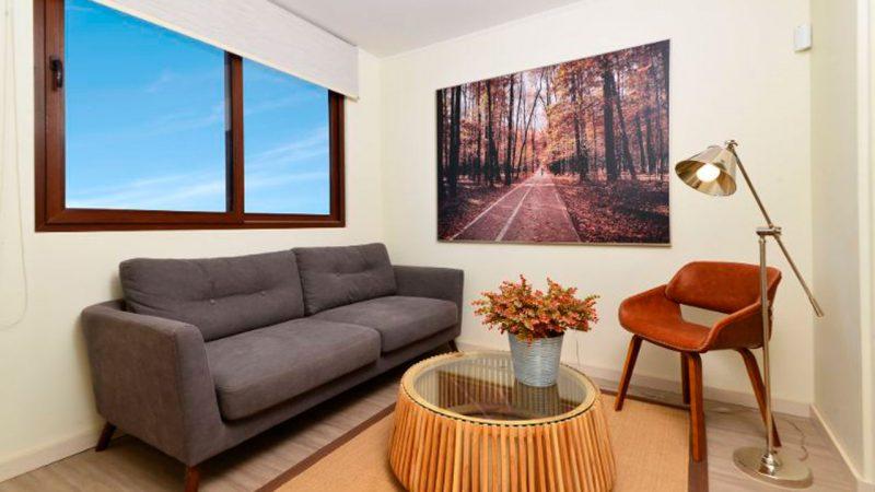 sillón en sala de estar